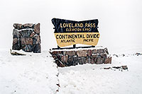 /images/133/2004-11-loveland-sign03.jpg - #02407: images of Loveland Pass - elevation 11,990 ft - Continental Divide, Atlantic, Pacific… Nov 2004 -- Loveland Pass, Colorado