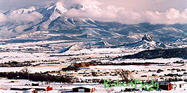 /images/133/2005-03-delnorte-mtns1-pano.jpg - #02479: Fog over peaks along Spanish Trail  … March 2005 -- Del Norte, Colorado