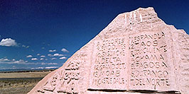 /images/133/2005-03-delnorte-spa-trail1.jpg - #02487: Rock Monument with List of cities of the Spanish Trail … March 2005 -- Del Norte, Colorado