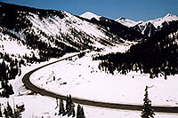 /images/133/2005-03-silverton-curve-roa.jpg - #02581: road near Silverton … March 2005 -- Silverton, Colorado