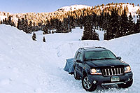 /images/133/2005-03-wolfcreek-jeep-tent.jpg - #02592: +2 F morning at Wolf Creek Pass … March 2005 -- Wolf Creek Pass, Colorado