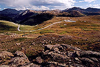 /images/133/2005-09-indep-view3.jpg - #02623: Road from Twin Lakes (left) to Independence Pass … Sept 2005 -- Independence Pass, Colorado