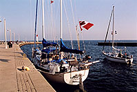 /images/133/2005-10-oakville-harbor1.jpg - #02659: images of Oakville harbour in Ontario … Oct 2005 -- Oakville, Ontario.Canada