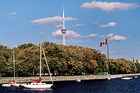 /images/133/2005-10-toronto-lake1.jpg - #02669: along Lake Ontario … CN Tower in the background … Oct 2005 -- CN Tower, Toronto, Ontario.Canada