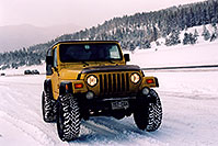 /images/133/2006-02-frisco-y-wrangler.jpg - #02695: yellow Jeep Wrangler at overview of Dillon Lake … Feb 2006 -- Frisco, Colorado