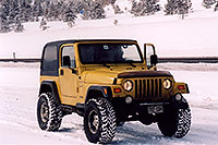 /images/133/2006-02-frisco-y-wrangler2.jpg - #02714: yellow Jeep Wrangler at overview of Dillon Lake … Feb 2006 -- Frisco, Colorado