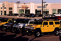 /images/133/2006-02-hummers-medved-01.jpg - #02790: yellow, white and grey 2006 H2 Hummers in Castle Rock … Feb 2006 -- Castle Rock, Colorado