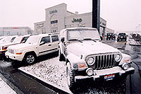 /images/133/2006-03-lithia-snow2.jpg - #02879: snowy Jeep Wranglers at Lithia Jeep … March 2006 -- Lithia Jeep, Centennial, Colorado