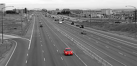 /images/133/2006-10-06-lone-red-bug-bw.jpg - 02982: red VW Beetle Bug heading south on I-25 in Lone Tree … Oct 2006 -- I-25, Lone Tree, Colorado