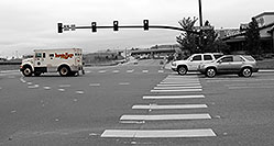 /images/133/2006-10-08-lone-traffic02.jpg - #03028: Loomis Fargo transport truck at Yosemite Road and Park Meadows Drive in Lone Tree … Oct 2006 -- Yosemite Rd, Lone Tree, Colorado