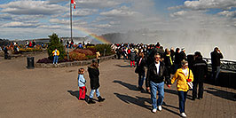 /images/133/2006-10-15-niag-people03-w.jpg - #03028: images of Niagara Falls … Oct 2006 -- Niagara Falls, Ontario.Canada