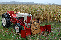 /images/133/2006-10-18-milton-tractor.jpg - #03057: 1953 Ford Jubilee Tractor for sale … Oct 2006 -- Milton, Ontario.Canada