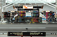 /images/133/2006-10-22-den-crocs02.jpg - #03138: images of Concourse B at Denver airport … Oct 2006 -- Denver, Colorado