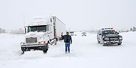 /images/133/2006-12-21-lone-snow01.jpg - #03299: Douglas Sheriff car passing a resting Semi when I-25 was closed during December snowstorm … Dec 2006 -- Lone Tree, Colorado