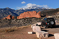 /images/133/2007-02-26-gods-above-disco.jpg - #03560: Land Rover Discovery overlooking Garden of the Gods with Pikes Peak in the clouds … Feb 2007 -- Garden of the Gods, Colorado Springs, Colorado