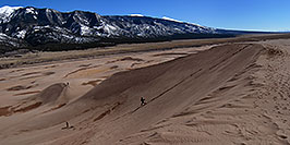/images/133/2007-04-14-sand-dunes-pan05.jpg - #03788: People running down Great Sand Dunes … April 2007 -- Great Sand Dunes, Colorado