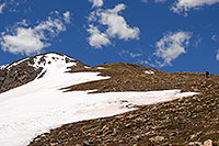 /images/133/2007-06-10-elbert-skier3.jpg - #03951: Skier walking up as 3 hikers look down on North Trail of Mount Elbert  … June 2007 -- Mt Elbert, Colorado