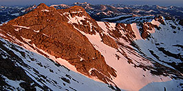 /images/133/2007-06-17-evans-top-mor2-pano.jpg - #04020: morning sun view from Mt Evans … June 2007 -- Mt Evans, Colorado