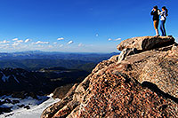 /images/133/2007-06-17-evans-top-view-people.jpg - #04026: hikers at highest point of Mt Evans - 14,264 ft … June 2007 -- Mt Evans, Colorado