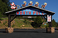 /images/133/2007-06-22-pikes-santas01.jpg - #04044: North Pole - Home of Santa
