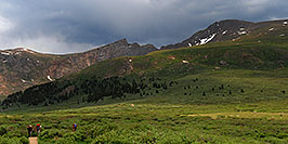 /images/133/2007-07-08-biers-hikers02-pano.jpg - #04220: Hikers returning from Mt Bierstadt (14,060 ft, right) … Mt Spalding (13,842 ft, left), The Sawtooth (13,780 ft, middle) … July 2007 -- The Sawtooth, Mt Bierstadt, Colorado