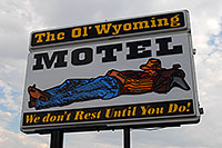 /images/133/2007-07-20-wyo-riverton03.jpg - #04294: The Ol` Wyoming Motel - We don`t rest until you do! … July 2007 -- Riverton, Wyoming