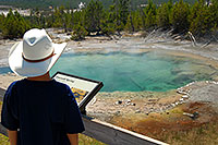 /images/133/2007-07-21-y-kepler-emer02.jpg - #04307: Boy looking at Emerald Spring in Kepler Cascades … July 2007 -- Kepler Cascades, Yellowstone, Wyoming