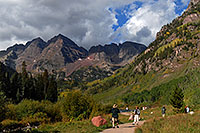 /images/133/2007-09-15-mar-ppl-3306.jpg - #04675: People at Maroon Bells … Sept 2007 -- Maroon Lake, Maroon Bells, Colorado