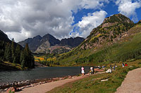/images/133/2007-09-15-mar-ppl-3309.jpg - #04717: People at Maroon Bells … Sept 2007 -- Maroon Lake, Maroon Bells, Colorado