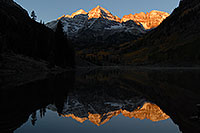 /images/133/2007-09-25-mar-bells-3991.jpg - #04702: Maroon Bells in the morning … Sept 2007 -- Maroon Lake, Maroon Bells, Colorado