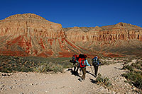 /images/133/2008-04-18-hav-trail-2519.jpg - #05256: 3 Hikers along early Havasupai Trail … April 2008 -- Havasupai Trail, Arizona