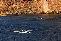 /images/133/2008-05-26-sup-boats-9543.jpg - #05404: People boating at Canyon Lake … May 2008 -- Canyon Lake, Superstitions, Arizona