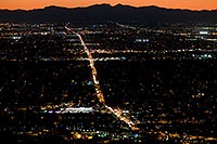 /images/133/2008-09-23-squaw-city-29787.jpg - #05925: View from Squaw Peak west at Phoenix -- 7pm traffic along Northern Ave … September 2008 -- Squaw Peak, Phoenix, Arizona