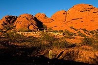 /images/133/2008-12-05-papago-shade-59976.jpg - #06385: Ramada by the Buttes of  Papago Park … December 2008 -- Papago Park, Phoenix, Arizona