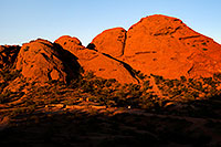/images/133/2008-12-05-papago-shade-60147.jpg - #06337: Ramada by the Buttes of  Papago Park … December 2008 -- Papago Park, Phoenix, Arizona