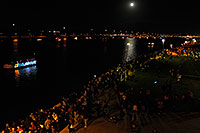 /images/133/2008-12-13-tempe-lights-people-63695.jpg - #06500: Spectators at APS Fantasy of Lights Boat Parade … December 2008 -- Tempe Town Lake, Tempe, Arizona