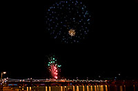 /images/133/2009-01-01-tempe-fireworks-70907.jpg - #06760: New Year`s Fireworks at Tempe Town Lake … January 2009 -- Tempe Town Lake, Tempe, Arizona