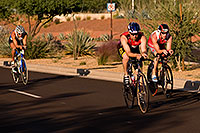 /images/133/2009-10-25-soma-bike-118436.jpg - #07647: 01:13:38 #510 leading #444 in cycling at Soma Triathlon … October 25, 2009 -- Rio Salado Parkway, Tempe, Arizona