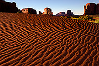 /images/133/2010-09-03-monvalley-dunes-30076.jpg - #08548: Images of Monument Valley … September 2010 -- Monument Valley, Utah