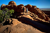 /images/133/2010-09-11-arches-dgarden-32744.jpg - #08692: People heading towards Double O Arch in Devils Garden in Arches National Park … September 2010 -- Devils Garden, Arches Park, Utah