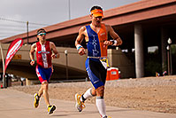 /images/133/2010-11-21-ironman-run-pros-45777.jpg - #09012: 03:48:55 - #1 Jordan Rapp early in Lap 3 - Ironman Arizona 2010 … November 2010 -- Tempe Town Lake, Tempe, Arizona