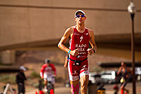 /images/133/2010-11-21-ironman-run-pros-45820.jpg - #09016: 03:48:55 - #1 Jordan Rapp early in Lap 3 - Ironman Arizona 2010 … November 2010 -- Tempe Town Lake, Tempe, Arizona