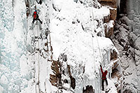 /images/133/2011-01-09-ouray-climbers-48190.jpg - #09032: Ice climbing by Ouray … January 2011 -- Ouray, Colorado