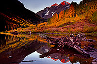 /images/133/2011-10-03-maroon-log-103847.jpg - #09568: Sunrise reflection of a tree log and Maroon Bells in Colorado … October 2011 -- Maroon Bells, Colorado