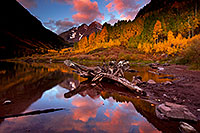 /images/133/2011-10-04-maroon-log-104216.jpg - #09573: Sunrise reflection of a tree log and Maroon Bells in Colorado … October 2011 -- Maroon Bells, Colorado