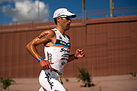 /images/133/2011-11-20-ironman-run-pros-d3s-2540.jpg - #09872: 05:50:54 - #23 Eneko Llanos [SPA] (leader, eventual winner in 07:59:38) in  Lap 1 - Ironman Arizona 2011 … November 2011 -- Tempe, Arizona
