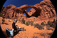 /images/133/2013-11-09-double-arch-draw-6d_1012.jpg - #11291: Artist drawing at Double Arch in Arches National Park … November 2013 -- Double Arch, Arches Park, Utah