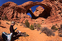 /images/133/2013-11-09-double-arch-draw-6d_1017.jpg - #11292: Artist drawing at Double Arch in Arches National Park … November 2013 -- Double Arch, Arches Park, Utah