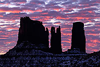 /images/133/2015-01-10-monvalley-sunrise-1dx_1396.jpg - #12465: Sunrise in Monument Valley … January 2015 -- Monument valley, Utah
