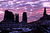 /images/133/2015-01-10-monvalley-sunrise-1dx_1408.jpg - #12477: Sunrise in Monument Valley … January 2015 -- Monument valley, Utah